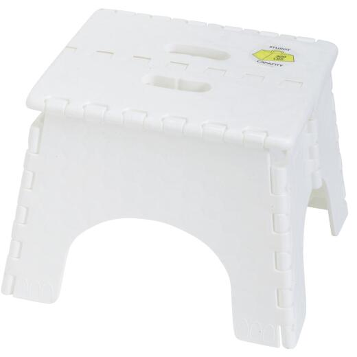 E-Z Foldz 9 In. White 1-Step Folding Step Stool